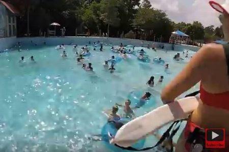 プールで溺れる子供を即座に認識、救助に行くライフガードの観察眼がすごい