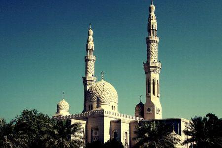 オーストリア政府が7つのモスクを閉鎖、イスラム指導者を追放すると発表