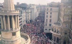 トランプ大統領の英訪問で抗議デモが巨大化、参加者が10万人に膨れ上がる