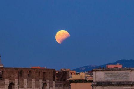 地球の影に入る時間は1時間以上、皆既状態が非常に長い月食が今月起きる
