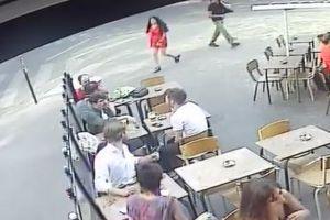 パリの街でセクハラを受けた女性が動画を公開、その映像がショッキング