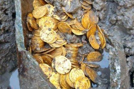 イタリアで旧劇場の下から5世紀の金貨を大量発掘、その価値は数億円か