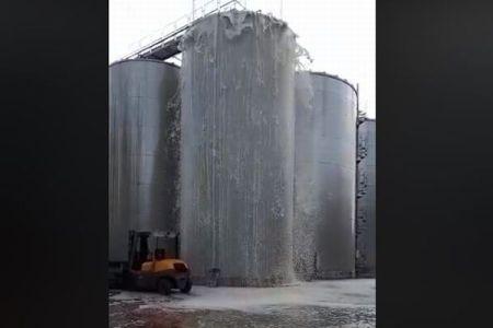 もったいない!伊で大量のスパークリングワインがタンクから溢れ出す事態に