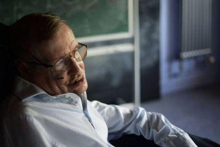 ホーキング博士が残したエッセイ、「スーパーヒューマン」の出現を予言