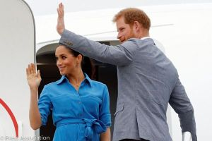 あわや事故?ハリー王子とメーガン妃の乗った飛行機の進路に別の航空機が
