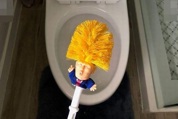 「トイレを再び偉大にしよう!」トランプ大統領のトイレ用ブラシが販売される