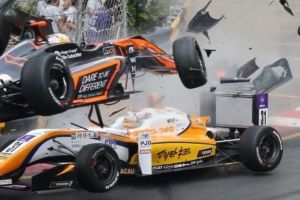 マカオGPで大クラッシュ、車体が飛ぶも女性ドライバーは命に別条なし【動画】
