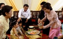 前世は恋人だった?タイで6歳になる双子の兄妹の結婚式が挙げられる