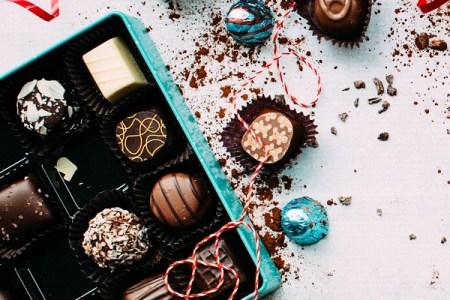 チョコ好きにはたまらない光景?タンクから漏れたチョコレートが独の通りを覆う騒ぎに