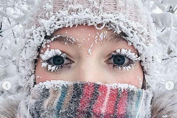 シベリアの極寒地帯も今年は暖冬?氷のまつげがうまくできず女性が困惑
