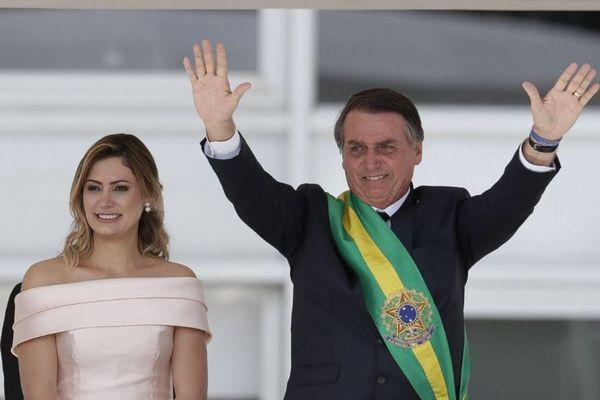 ブラジル新大統領が左派系の政府職員300人を追放、先住民の土地も認めず