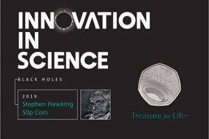 英でホーキング博士の業績をたたえ、50ペンスの記念コインを販売
