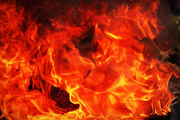 悪霊を退治するため…隣家の玄関に軽油を撒いた男を放火の罪で逮捕