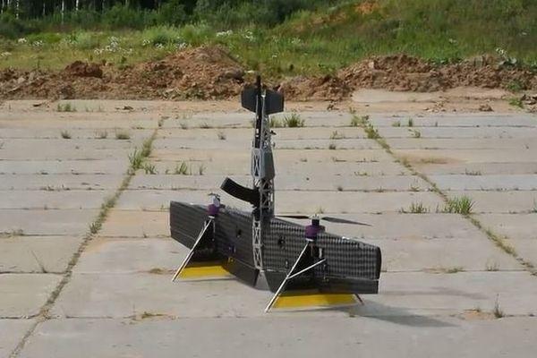 露で開発されている武器を搭載したドローン、目標を破壊する動画が恐ろしい