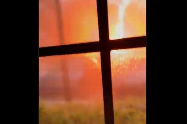 米で発生した落雷、自宅の前で光が飛び散る瞬間を捉えた映像が強烈