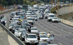 イスラエルの戦没者追悼記念日、街全体が停止して市民が黙祷を捧げる