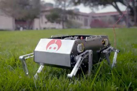 ジャンプや駆け足、宙返りまでできるロボット、スタンフォード大の学生が製作