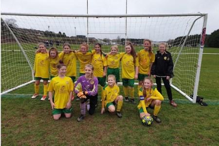 英国の少女サッカーチームが、なんと少年リーグで優勝!