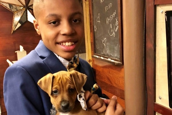 """発案者は12歳の少年!里親探しに苦労する犬や猫のため制作される""""蝶ネクタイ""""が話題に"""