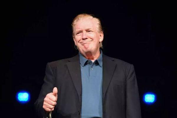 トランプ大統領があの変な髪形を変えた?!教会でオールバック姿を披露