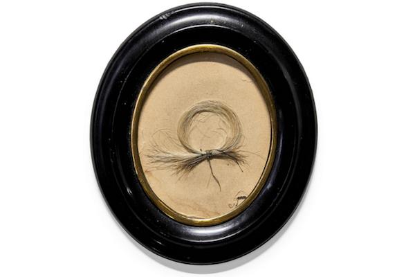 ベートーヴェンの毛髪がオークションに出品され、480万円で落札
