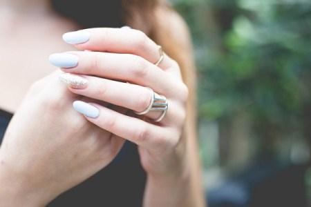 危うく指を切断!アクリルネイルの施術を受けた女性の恐ろしすぎる体験とは【閲覧注意】