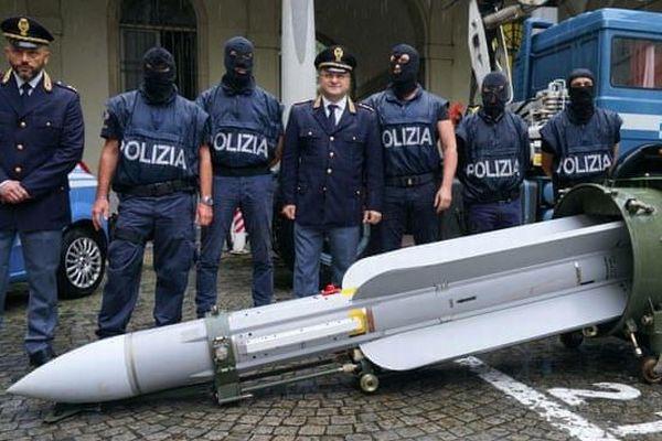 イタリアで極右政党に繋がりのある男など3人を逮捕、空対空ミサイルを押収
