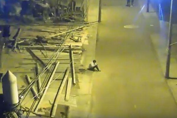 街灯の下で勉強するペルーの少年、動画が話題となり多くの支援が寄せられる