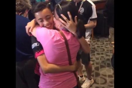 叱る母を無視してゲームをし続けた15才が世界大会で2位、賞金で母に家と車をプレゼント