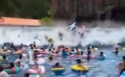 中国のプールで巨大な人工の波が発生、人々が飲み込まれ44人が負傷【動画】