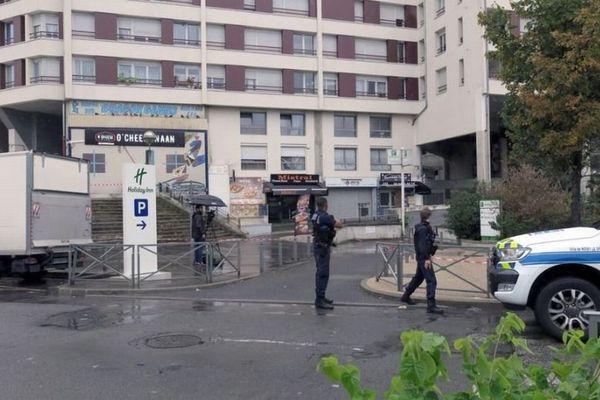 「サンドイッチが遅い!」フランスの店で怒った客がウェイターを射殺