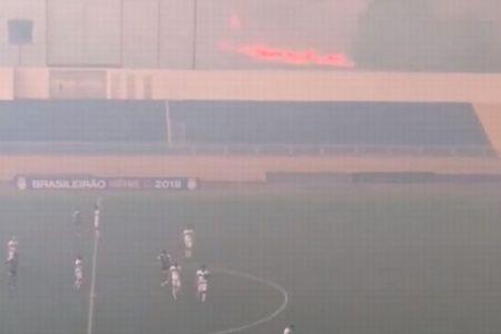 アマゾンの森林火災が原因?ブラジルのサッカー競技場の外でも火災が発生