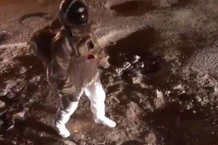 月面を宇宙飛行士が歩いているよう!SNSで公開された動画がユニーク