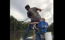 5歳の男の子が身長の半分近くもある大物を、1人で釣り上げる【動画】