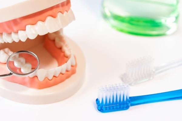 虫歯になったエナメル質が自然再生するジェルを、中国の大学が開発