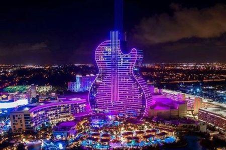 フロリダ州でギターの形をしたホテルが誕生、24日にグランドオープン