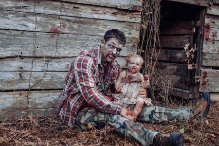 【ハロウィン】家族で作った父娘のゾンビ写真が、リアルすぎて海外で話題に