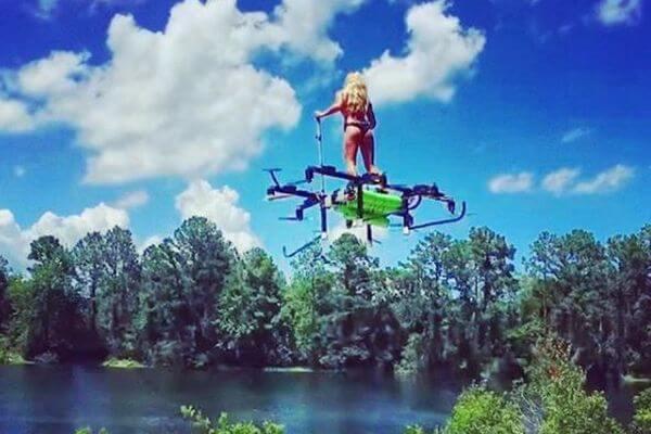 ドローンタイプの1人乗り用フライングボードを、米の女性が開発【動画】