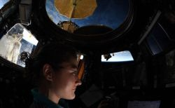 米の宇宙飛行士が、女性として宇宙での最長滞在記録を更新