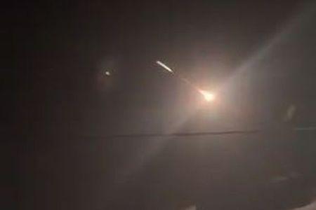 非常に長く輝き分裂していく火球、グアムやサイパン上空に出現