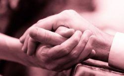 【新型コロナ】米夫婦が手を握り、わずか数分の差で共に息を引き取る