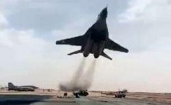 戦闘機が超低空飛行、地上スレスレに飛ぶ動画がスリル満点