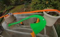 自宅の庭に作られたピタゴラ装置、70の仕掛けを見事クリアした動画が楽しい