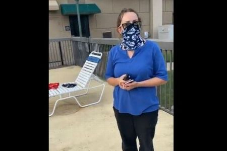 ホテルの女性従業員が黒人女性を差別か、プールから出て行くよう注意→解雇