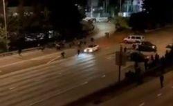 「BLM」のデモ参加者が、故意に突っ込んできた車に跳ね飛ばされ死亡