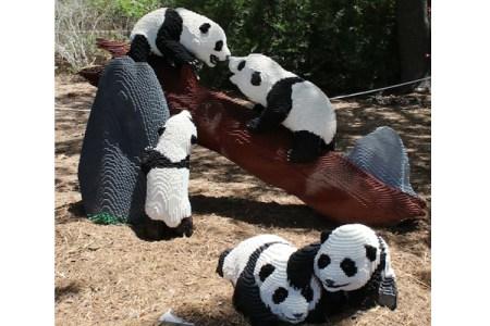 米国動物園に展示された等身大レゴブロックの動物たちが見事