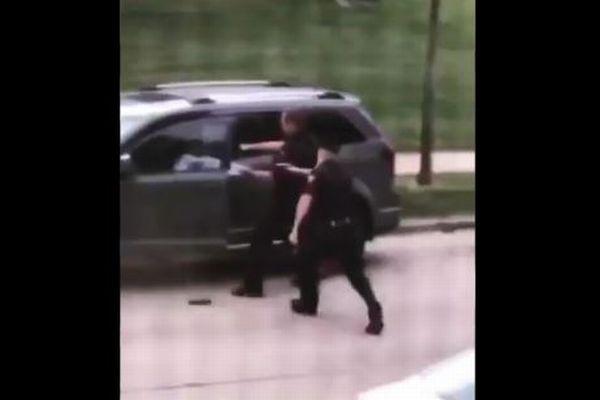 車に戻ろうとする黒人男性を警察官が背後から発砲、大規模な抗議デモが発生