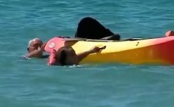 ビーチにいたポルトガルの大統領、海で流された2人の女性を救助