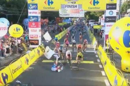 ポーランドのロードレースで大事故、選手がフェンスに激突し、昏睡状態に
