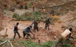 コンゴ民主共和国で鉱山が崩落、坑内にいた50人の生存が絶望的